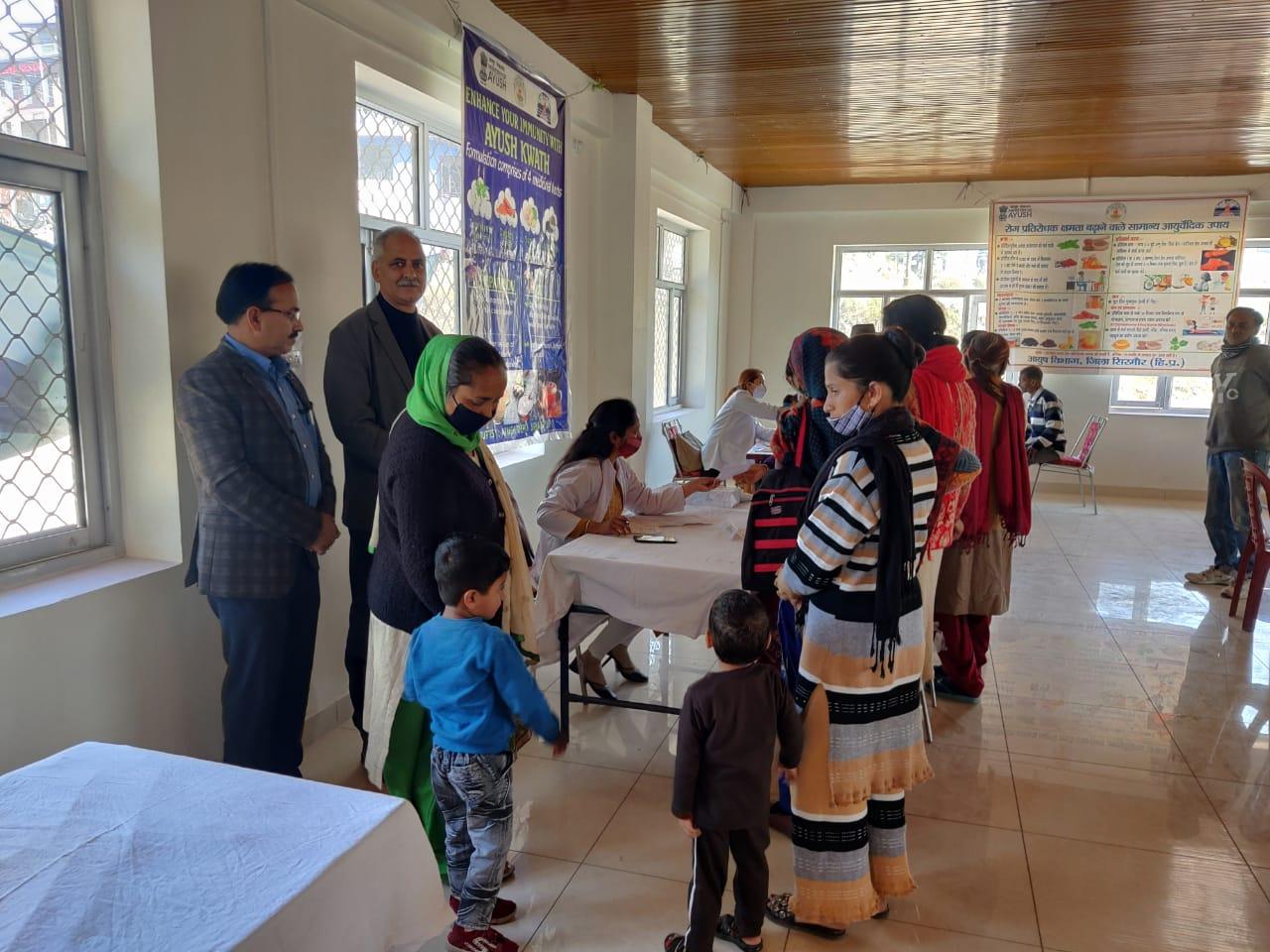 सराहां  में बहु विशेषज्ञ चिकित्सा शिविर आयोजित कर जांचा 250 ग्रामिणों का स्वास्थ्य