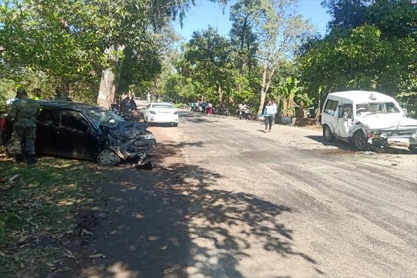 सड़क हादसा : एक निजी गाड़ी सैन्य जिप्सी से टकराने से दो लोगों की मौत ,दो बच्चे समेत चार घायल