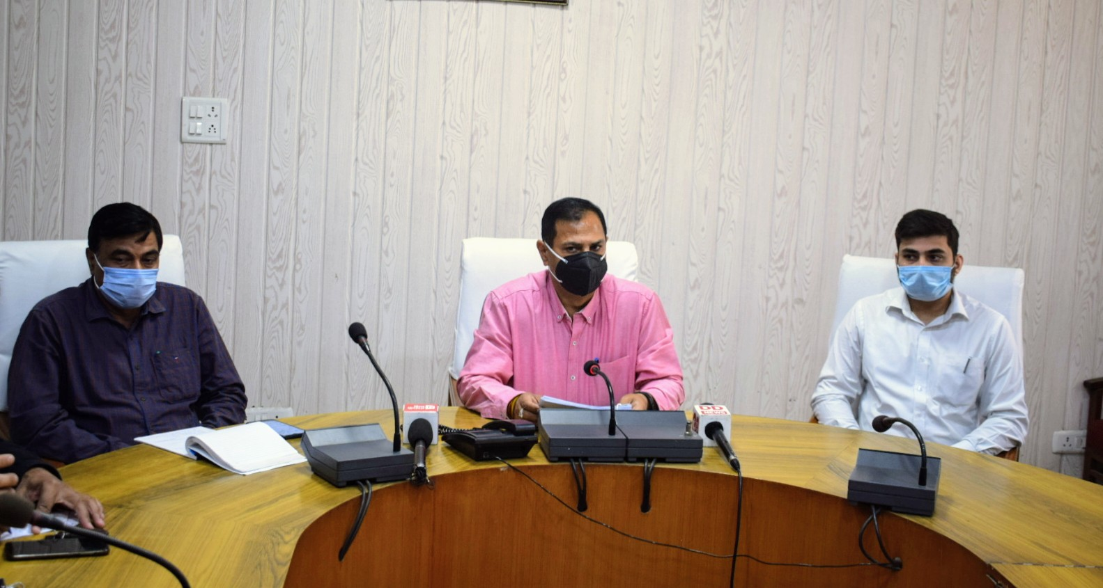 डॉ परुथी के कार्यकाल के दौरान बनाई गई 25000 पालीब्रिक्स