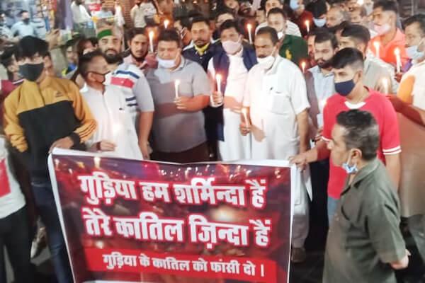 22 वर्षीय युवती की हत्या के मामले में कांग्रेस के कार्यकर्ताओं ने निकाला कैंडल मार्च