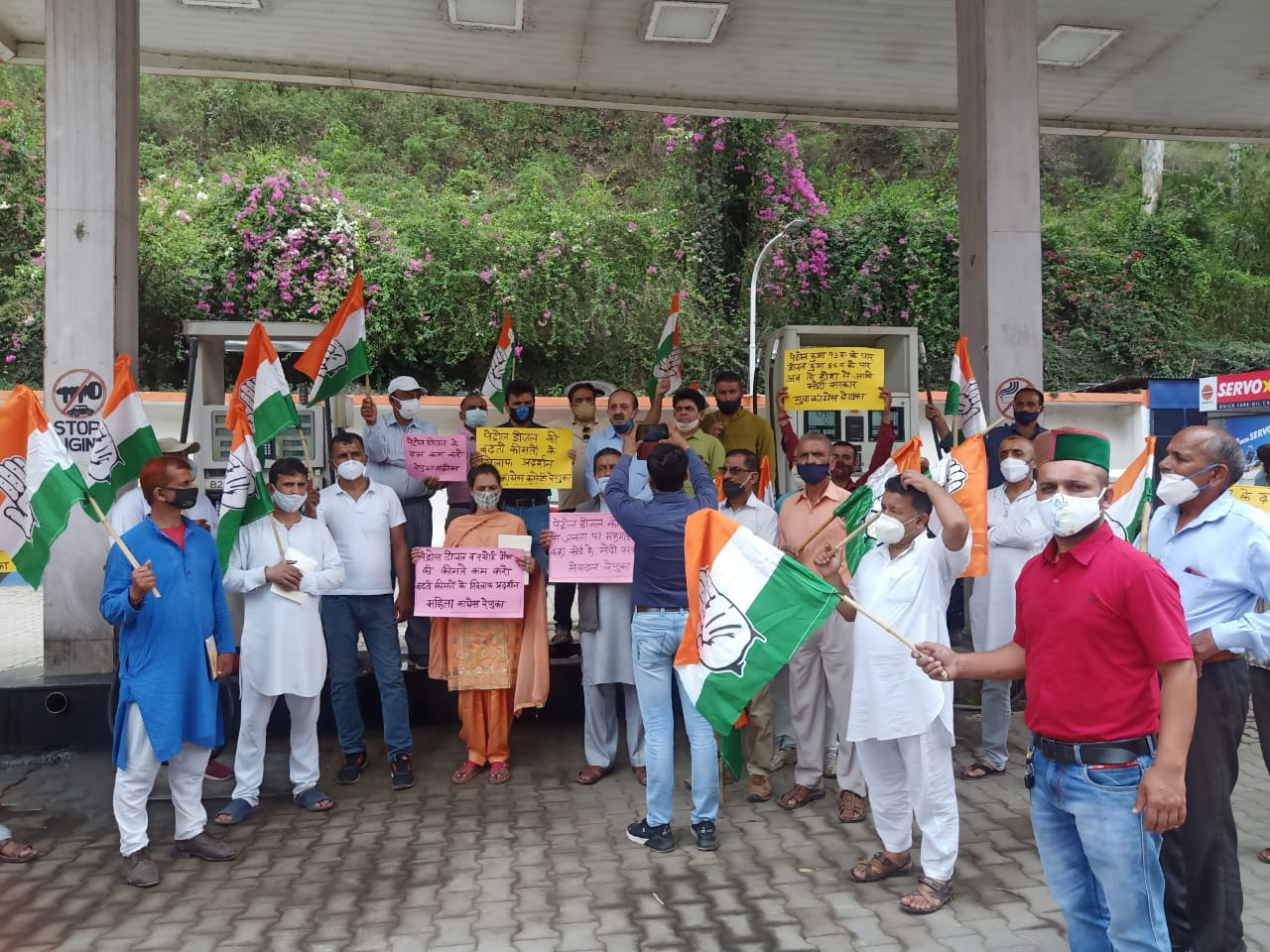 कीमतें कम न होने के लिए कांग्रेस ने केंद्र सरकार को कोसा