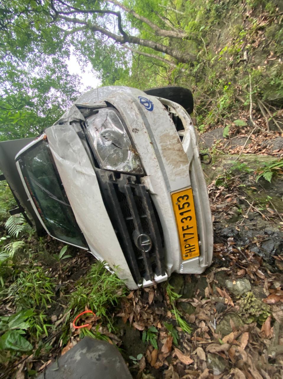टिटियाना मार्ग पर हुआ सड़क हादसा, चार बच्चों सहित 9 लोग गम्भीर घायल