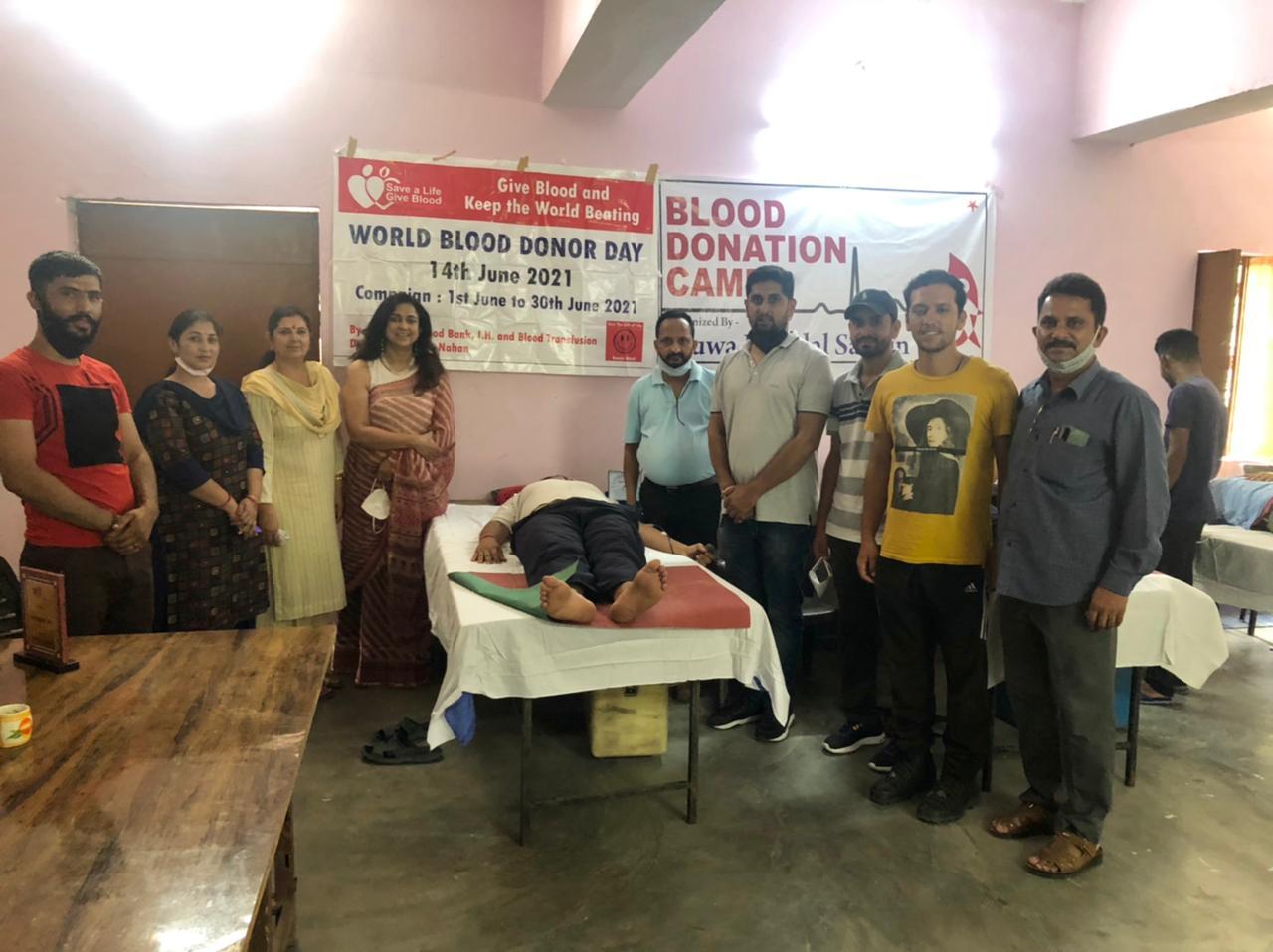 रक्त दान शिविर में युवा मंडल सतोन ने दिया 35 यूनिट रक्त