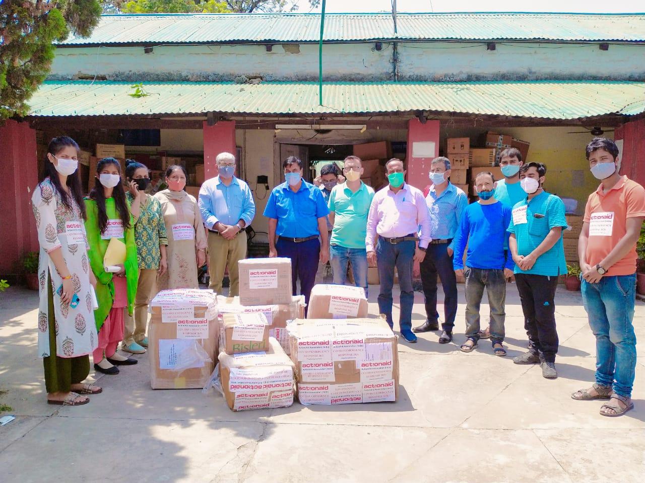Action Aid ने CMO सिरमौर को भेंट किए PPE किट, ऑक्सीमीटर व N-95 आदि स्वास्थ्य उपकरण