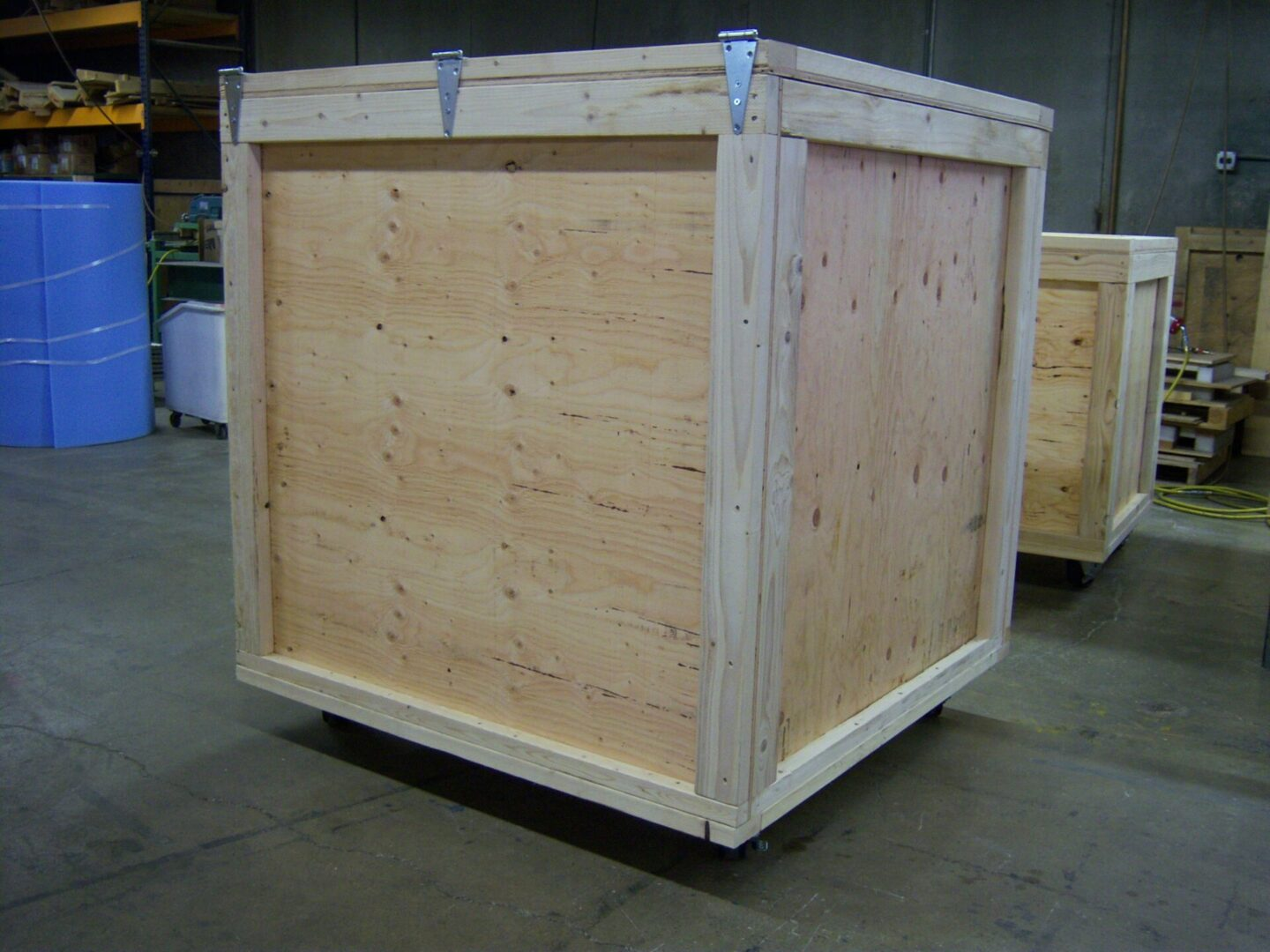 CRATE WITH CASTERS1