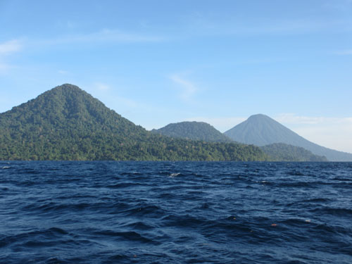 mountain-from-boat