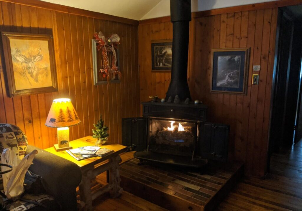 3 Interior Pine Creek Escape
