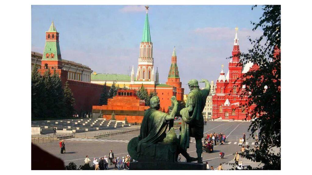 La imagen tiene un atributo ALT vacío; su nombre de archivo es Plaza-Roja-1024x576.jpg