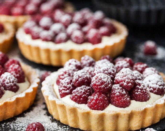 Tarts with raspberries