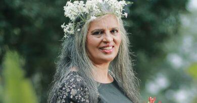 راجنی چاندے: 69 برس کی انڈین اداکارہ کو 'سیکسی' تصاویر بنوانے پر تنقید کا سامنا