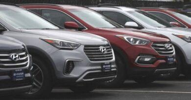 پاکستان میں گاڑیوں کی صنعت: گاڑیاں زیادہ فروخت ہونے کا مطلب معیشت میں بہتری ہے؟