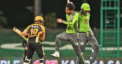 پاکستان سپر لیگ: لاہور قلندرز کے راشد خان نے تنِ تنہا پشاور زلمی کو چت کر دیا، قلندرز 10 رنز سے فاتح