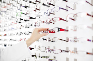 Female optician suggest glasses
