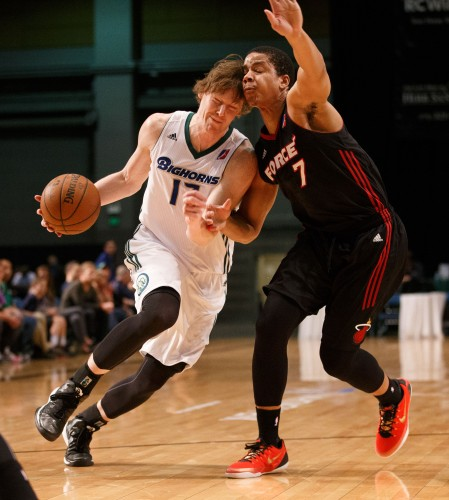 Reno Bighorn Guard CODY KARL (17) and Sioux Falls Skyforce Guard ANDRE DAWKINS (7)
