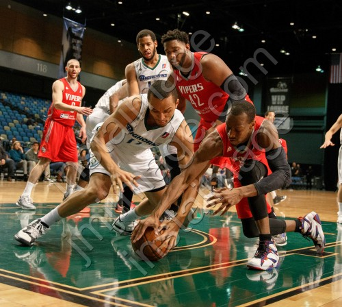 Reno Bighorn Guard REGGIE HEARN (17) and Rio Grande Valley Viper Guard WILL CUMMINGS (3)