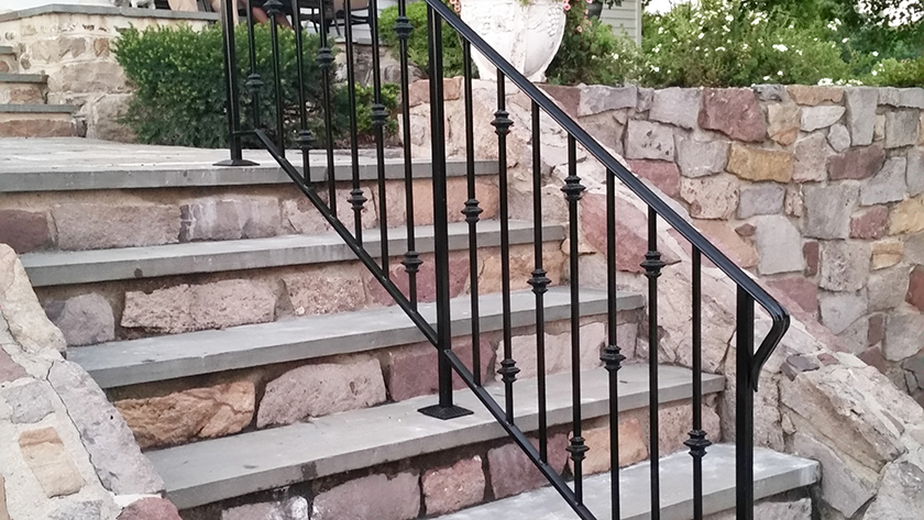 E1 Iron Railing with Collars