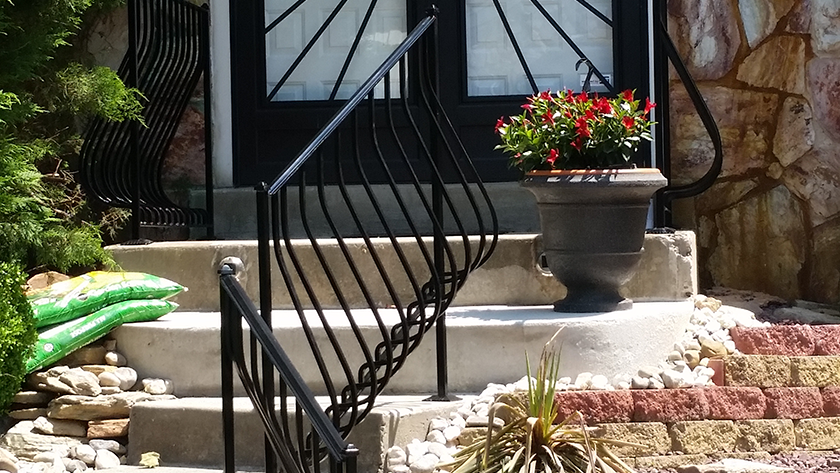 E23 Exterior Belly Picket Railing