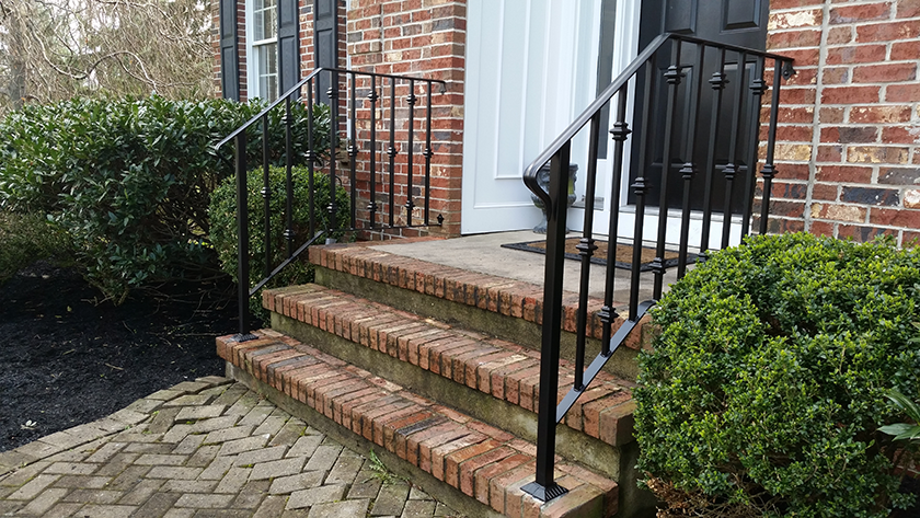E25 Exterior Iron Railing With Collars