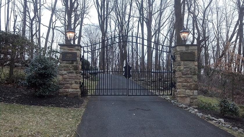 E35 Custom Iron Estate Entrance Gate