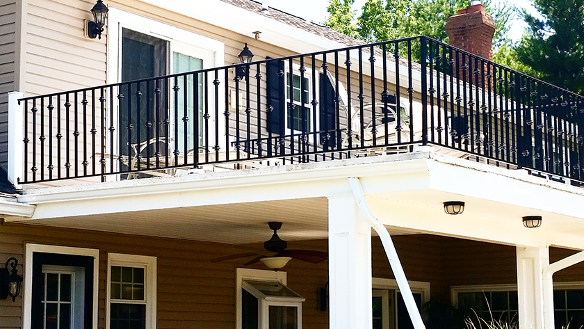 E4 Exterior Aluminum Railing With Collars