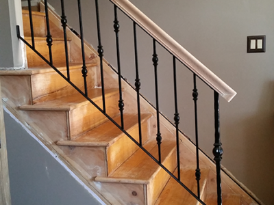 I32 Interior Iron Railing with Collars and Oakwood Top