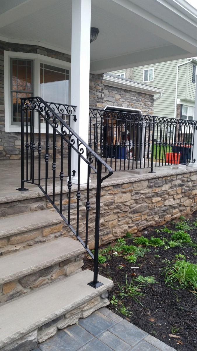 E32 Exterior Iron Railings With Collars And Scrolls