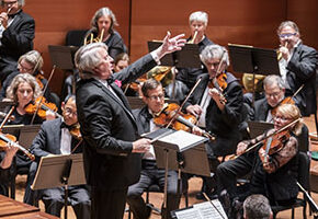 Thomas Crawford conducts the American Classical Orchestra with David Belkovski as soloist at Alice Tully Hall, 9/19/19. Photo by Chris Lee