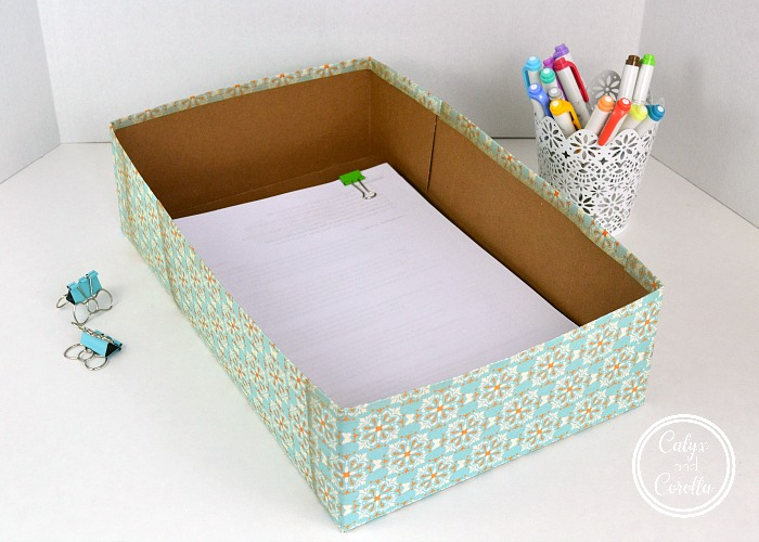 Utilizing an office inbox is one of the easiest ways to control paper clutter, and it will help you to see all of the information coming into your home office, so you never miss a thing.Set up a home office inbox in minutes with these easy and affordable DIY and product ideas! #diyorganization #paperclutter #organization #officeorganization #organizingtips #productivity #getorganized #organizedoffice