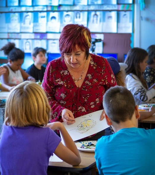 Aimee French teaching students during the Learning To See in-school outreach