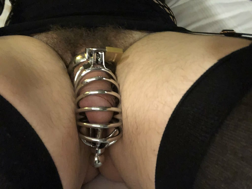 Hubby in chastity cage