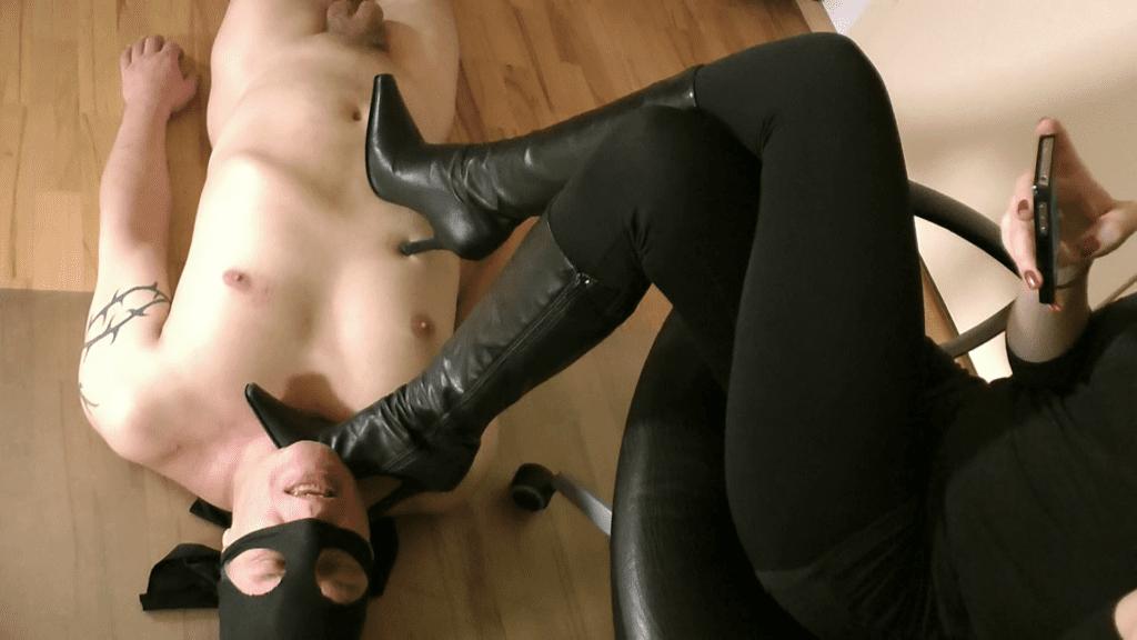 trempling femdom