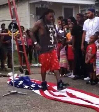 LIL WAYNE STOPING AMER FLAG - THIS GUY APPEARED AT THE WHITE HOUSE