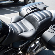 BMW R1200R: Solo Leather Saddle | Rectangles