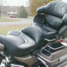 Harley-Davidson Ultra Classic: Dual Leather Insert Vinyl Side Half Moon Pattern