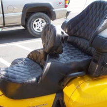 Honda GL 1800: Dual Black Leather with Small Diamonds and RCP Backrest
