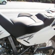 Suzuki DR650 Solo Sport Seat in all Black Vinyl Halfmoon Pattern