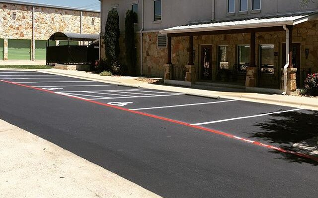 4 Reasons to Use Asphalt Pavers in Texas