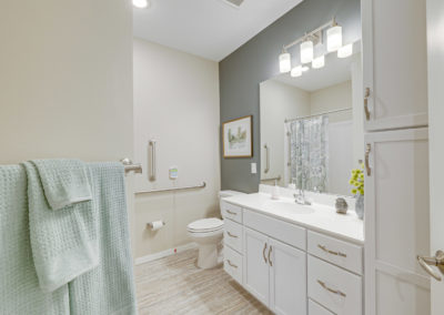 Havenwood of Onalaska Guest Bathroom