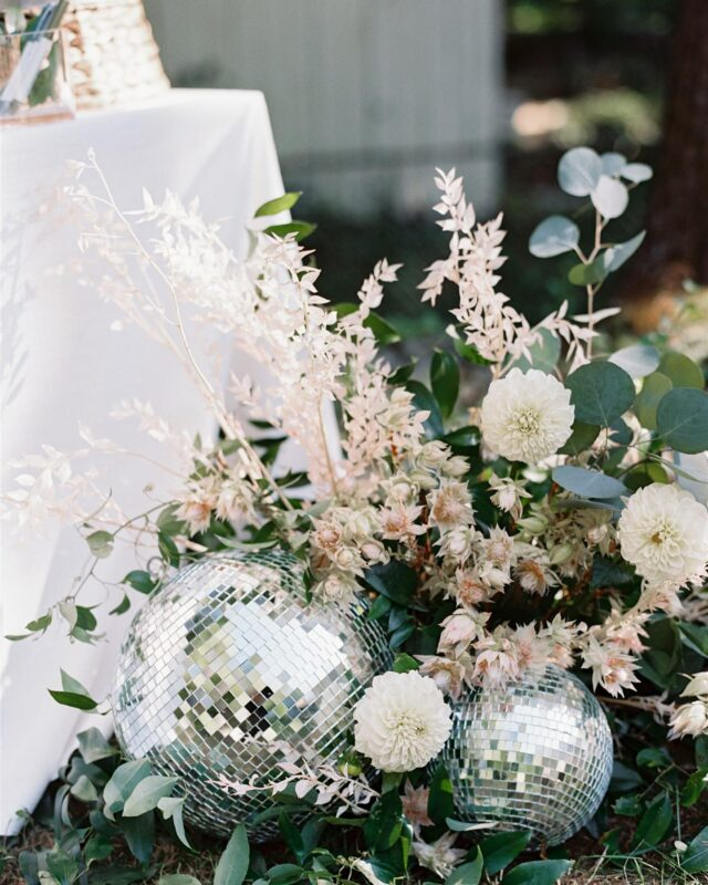 2020, you weren't allllll bad. We managed to see a little sparkle in places we never thought possible. So, with that, we bid you adieu and we'll be dancing into 2021 from the living room. Happy New Year, friends. ✨Photo : @elizabethladuca See more from this wedding:  @martha_weddings link in bio ❤️