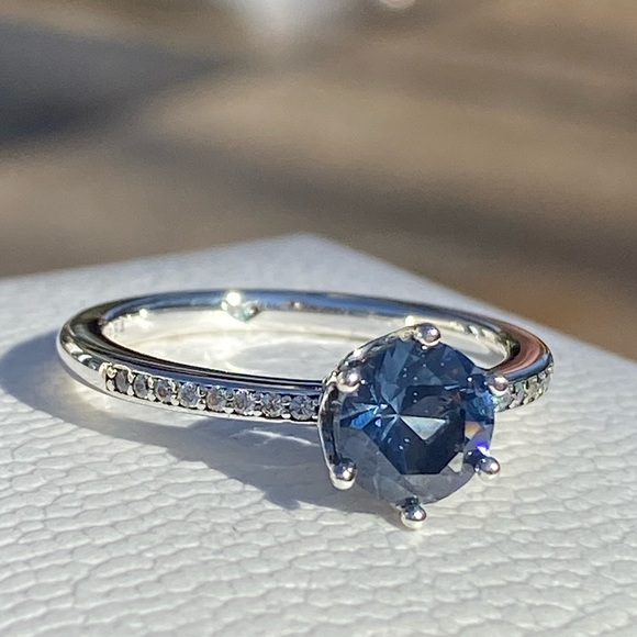Blue Sparkling Crown Solitaire Ring Demo Pic