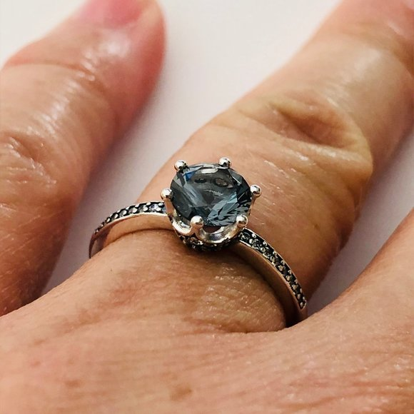 Blue Sparkling Crown Solitaire Ring Statement Rings