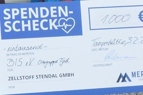 André Listemann, Managing Director Mercer Stendal, presents Bürgerinitiative Stendal e.V. donation