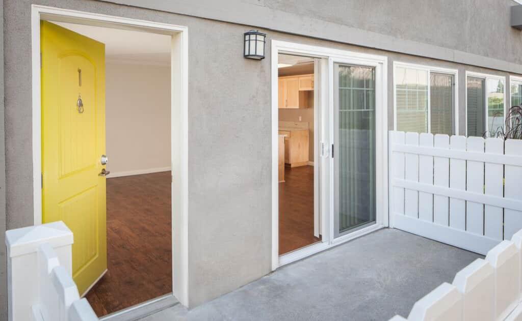 Avignon Apartment Homes patios with vinyl fencing