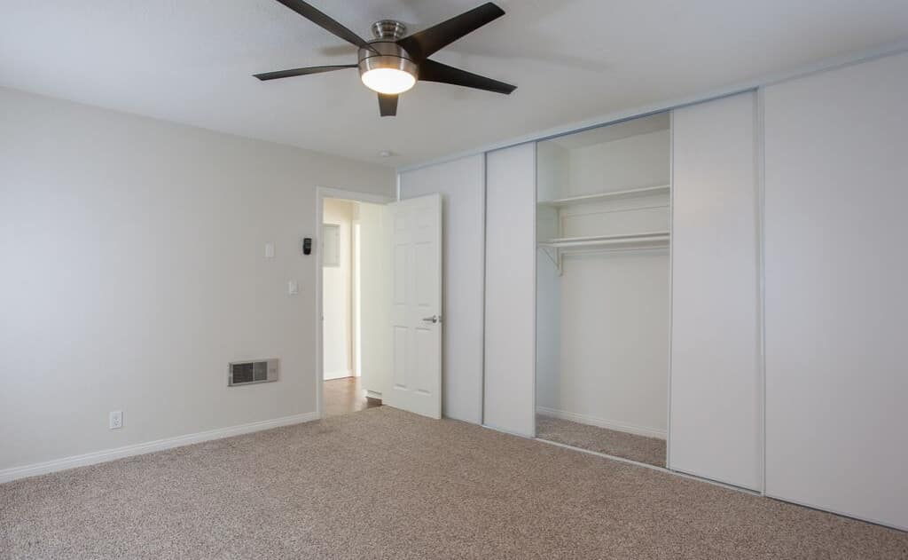 Avignon Apartment Homes Bedroom with ceiling fan