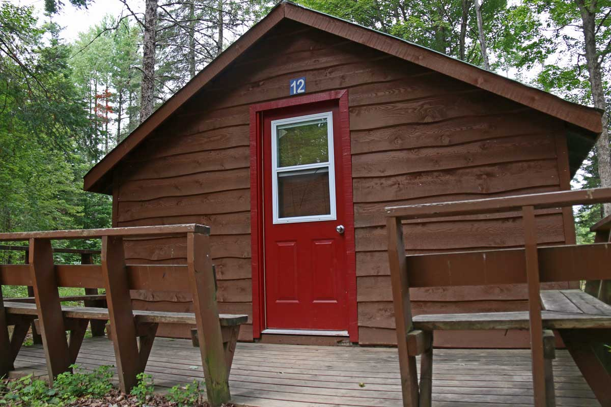 Deluxe Cedar Cabin Accommodation Rental at Wilderness Tours
