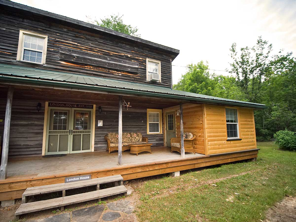 London House Accommodation at Wilderness Tours