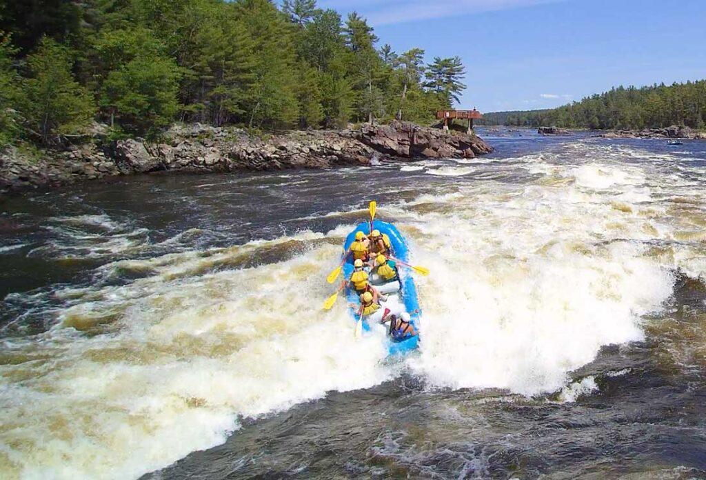 Rafting Coliseum Rapid on the Ottawa River