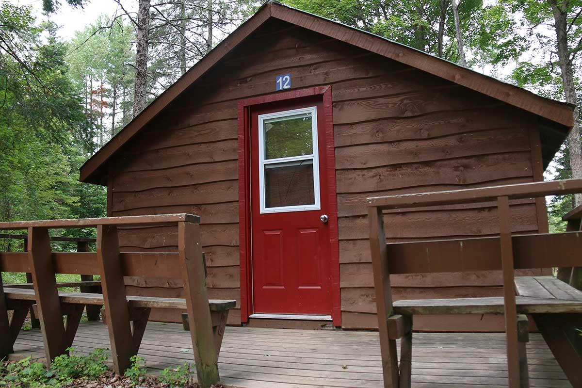 Super Deluxe Cedar Cabin at Wilderness Tours Ottawa River