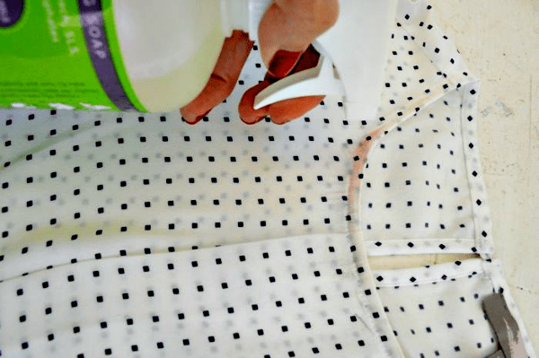 How to get makeup stains out of clothes - Jojoandeloise.com
