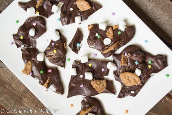S'mores Bark, easy to make and oh so yummy for kids and grown ups | Cooking with a Wallflower